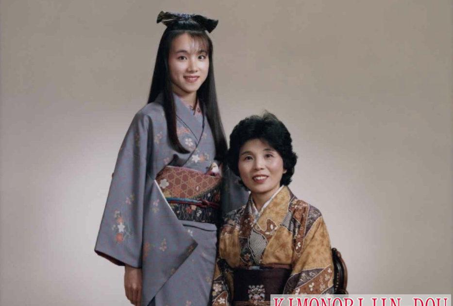 着物姿の母と娘